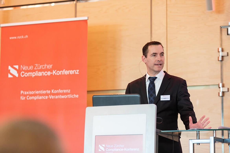 Marco Villiger bei seinem Referat Rechtsetzungsautonomie internationaler Sportverbände