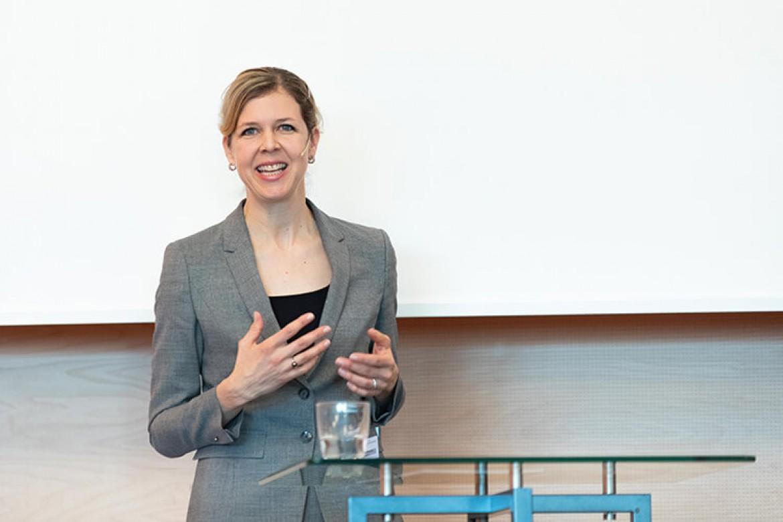 Elisabeth Bechtold bei der Paneldiskussion