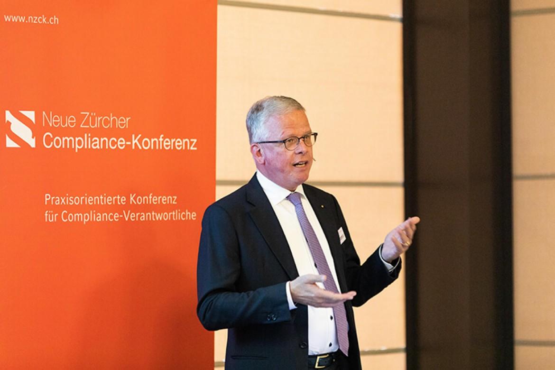 Dr. Martin Neese bei seiner Session zum Thema Geldwäscherei - weisser geht's nicht!?